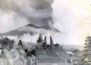 Gunung-Agung-1963